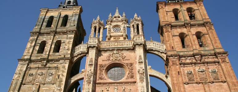 Obtén cita previa para consultar prestaciones en León por Internet en dos sencillos pasos.